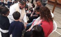 Representamos a Jesus cuando lavo los pies a sus apóstoles en el nivel inicial